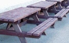 Tavoli in plastica riciclata
